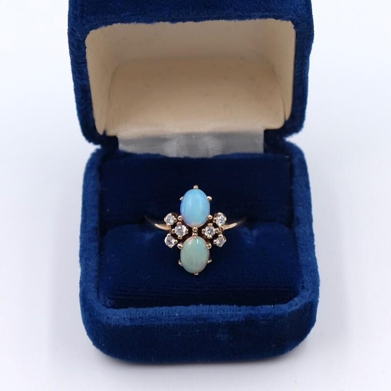 Антикварное кольцо  из золота 9K c опалами и бриллиантами размер 18.5 1910е
