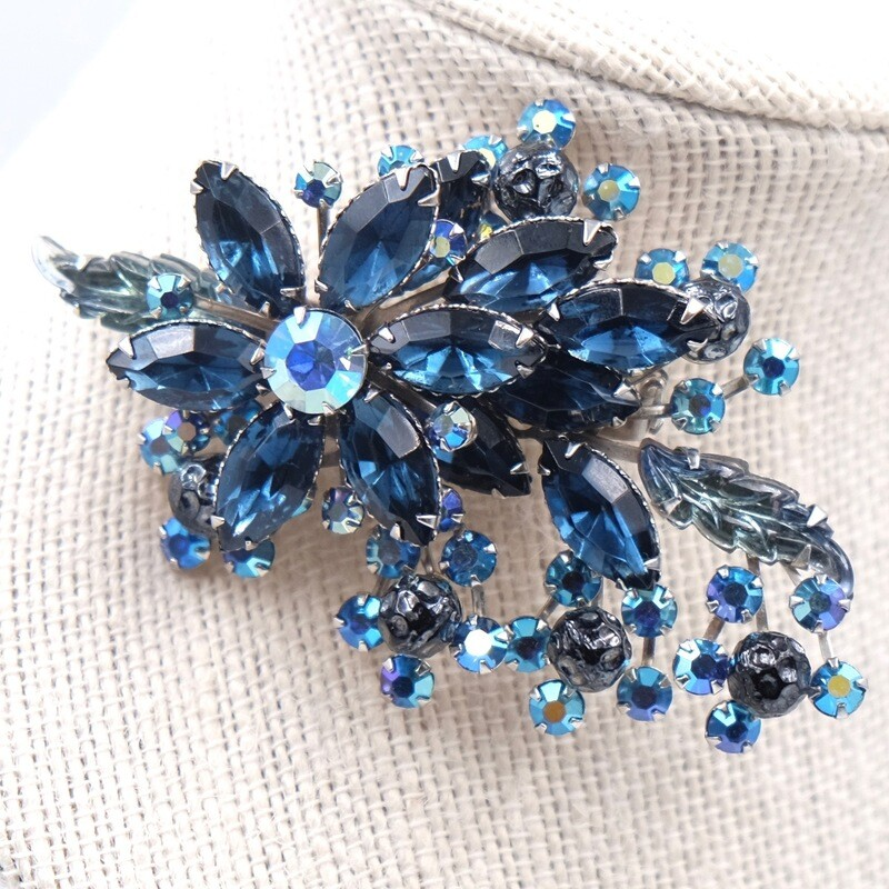 Винтажная брошь голубые цветы 1950е