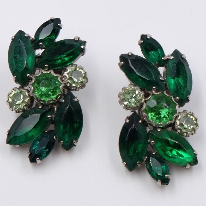 Винтажные клипсы c зелеными кристаллами 1950е