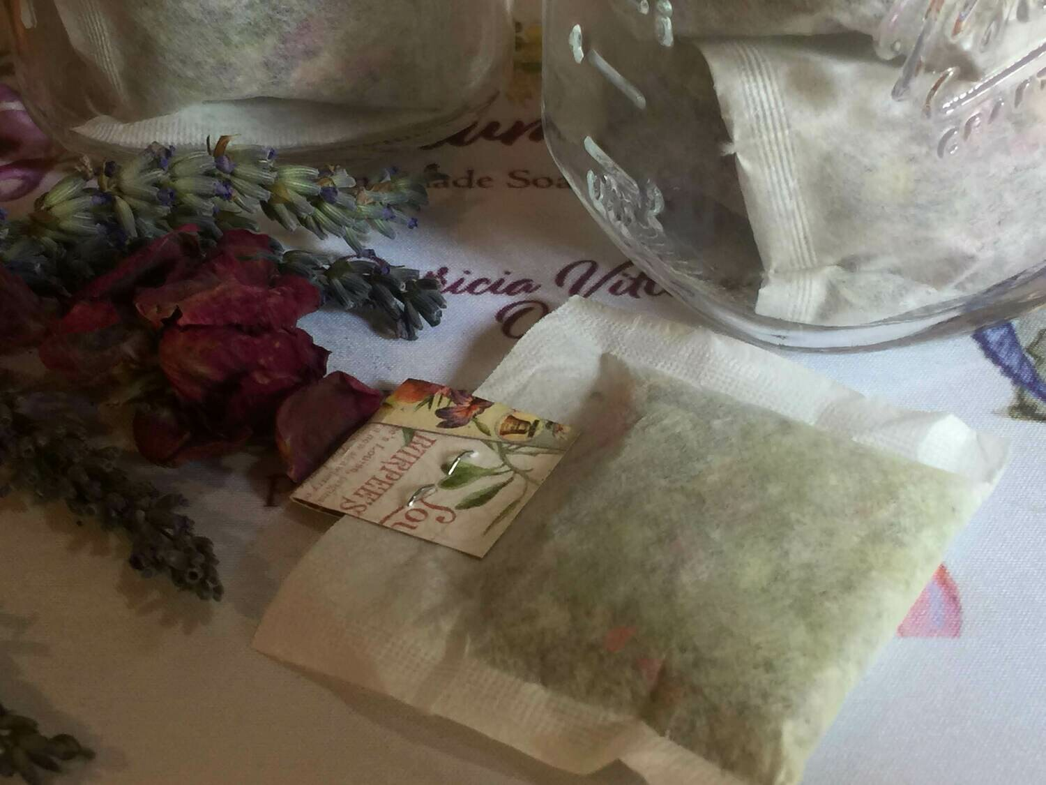 White Lily & Aloe Bath Tea Bags in Glass Jar