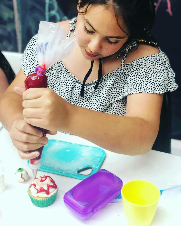 BEGINNER CUPCAKE DECORATING CLASS - KIDS TERM 2 - Thursdays (7 May - 11 June 2020)