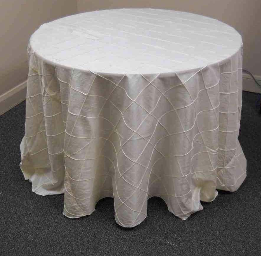 "4-inch Pintuck Taffeta Tablecloth (132"" Diameter, Ivory) 00019"