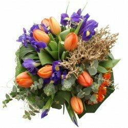 Oranžovo-fialová jarná kytica