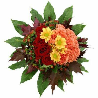 Jesenná kytica s červenými ružami