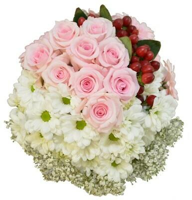Biela kytica s ružovými ružami