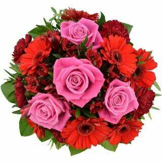 Červená kytica s ružovými ružami