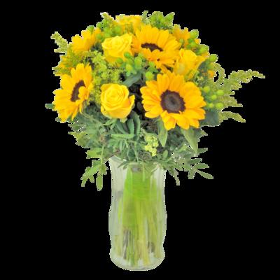 Slnečnice so žltými ružami v kytici