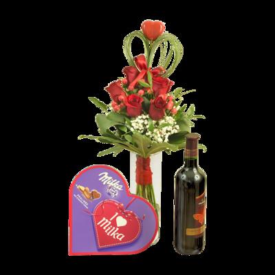 Červené ruže s bonbónami a fľašou vína