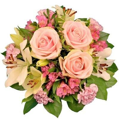 Nežná kytica so svetloružovými ružami