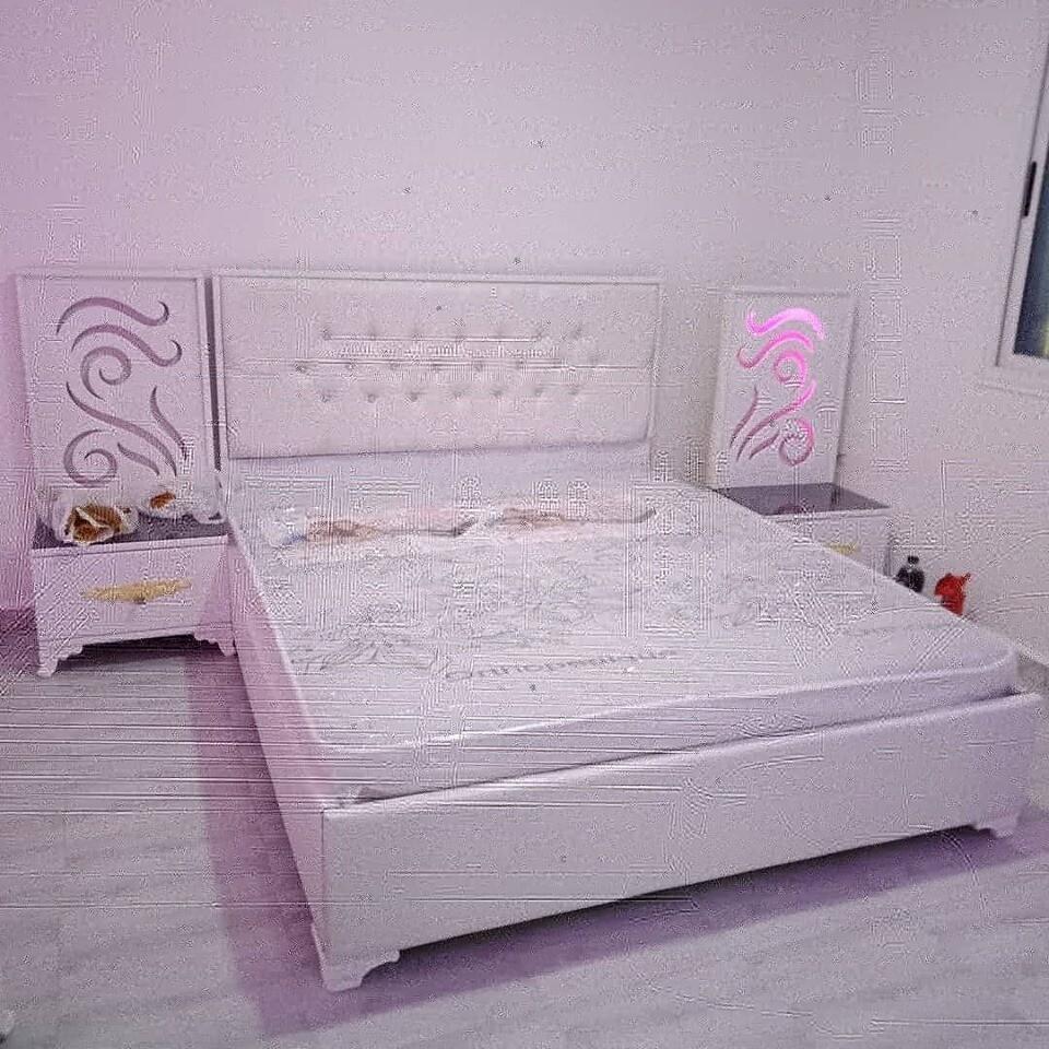 غرفة نوم مصنوعة من الخشب الأحــمر
