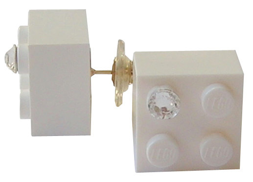 White LEGO® brick 2x2 with a 'Diamond' color SWAROVSKI® crystal on a Gold plated stud/silicone back stopper