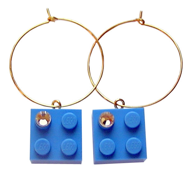 Light Blue LEGO® brick 2x2 with a 'Diamond' color SWAROVSKI® crystal on a Gold plated hoop