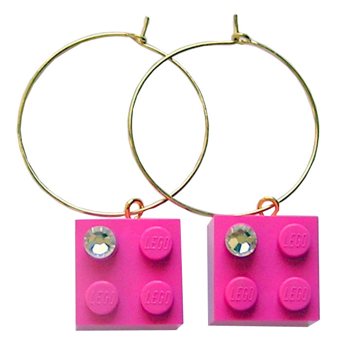 Dark Pink LEGO® brick 2x2 with a 'Diamond' color SWAROVSKI® crystal on a Gold plated hoop