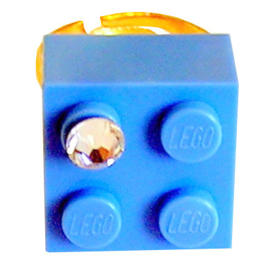Light Blue LEGO® brick 2x2 with a 'Diamond' color SWAROVSKI® crystal on a Gold plated adjustable ring finding