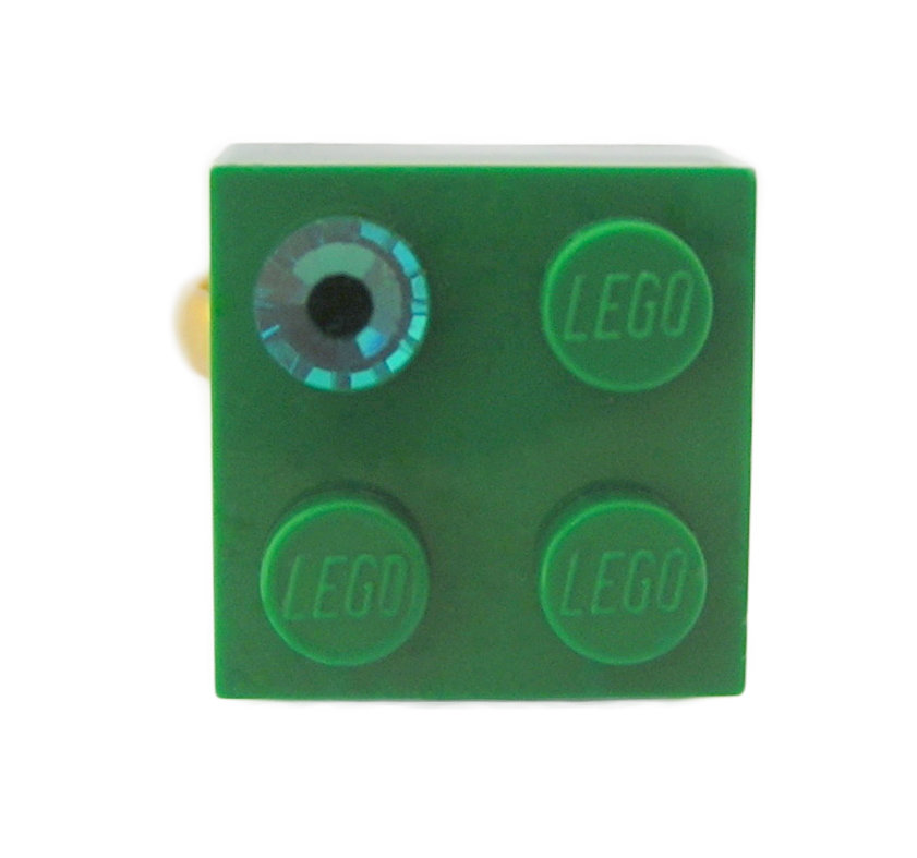 Dark Green LEGO® brick 2x2 with a Green SWAROVSKI® crystal on a Gold plated adjustable ring finding