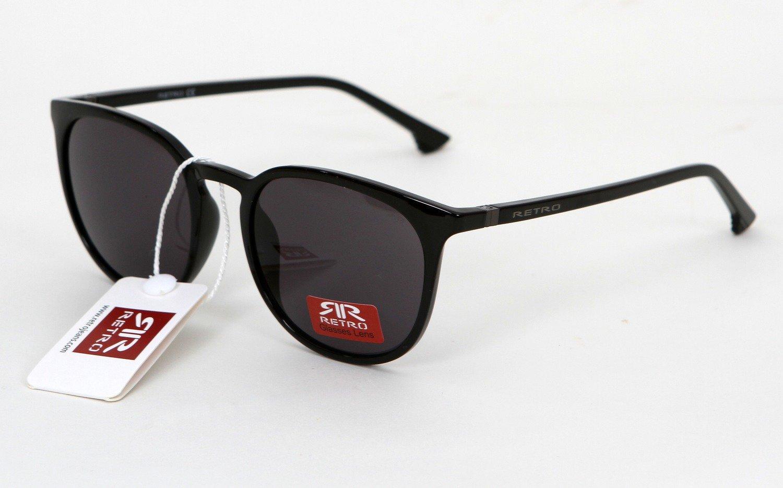 A RETRO 4329 C1 unisex napszemüveg egy vidám RETRO darab. A napszemüveg  színe fekete. A kerekített lencsék pedig egyedivé teszik. Az RR márkajelzés  ezüsttel ... ac43383cc6