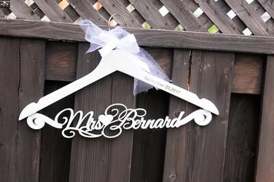 Custom Wedding Hanger, Bridesmaid Gift, Wedding Dress Hangers,Personalize Name Hanger,  rustic Bridal Wedding Hanger