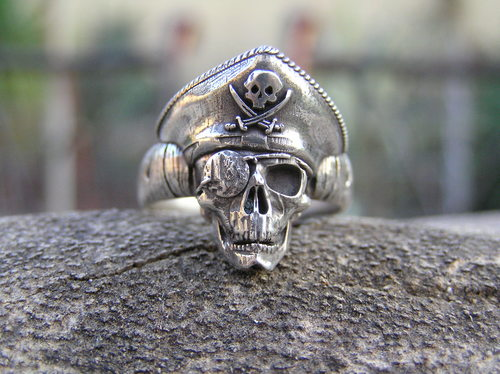 Small pirate skull
