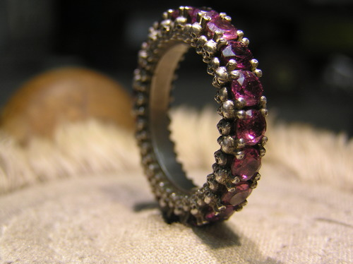 Skullternity Band ring with Rhodalite Garnets