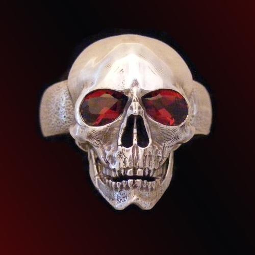 Skull w eyes Garnet