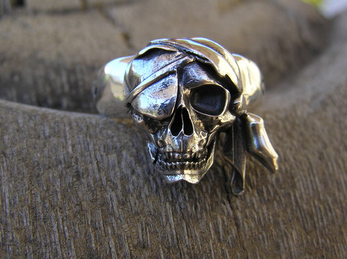 Eye patch pirate skull ring
