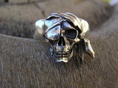 Eye patch pirate skull ring