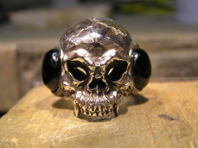 Orc skull ring with Onyx side stones
