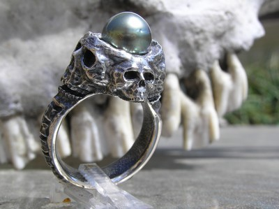 Skull with Tahitian Black pearl