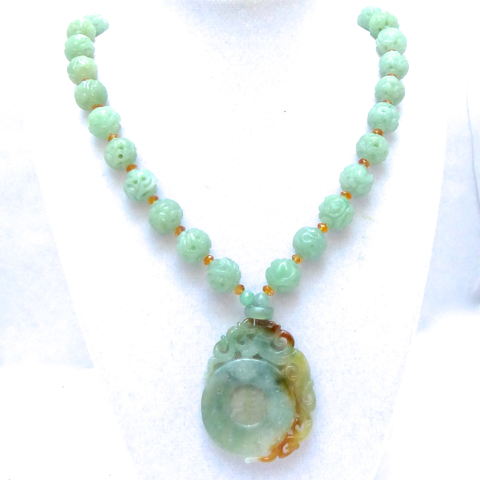 pendant false carved acquamarina jade milk giada giuspino e subsampling hand with corrado and pendente images milky upscale aquamarine prenite prehnite scale crop