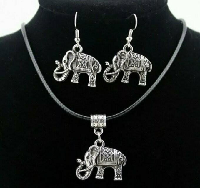 BEAUTIFUL ELEPHANT NECKLACE AND EARRING SET