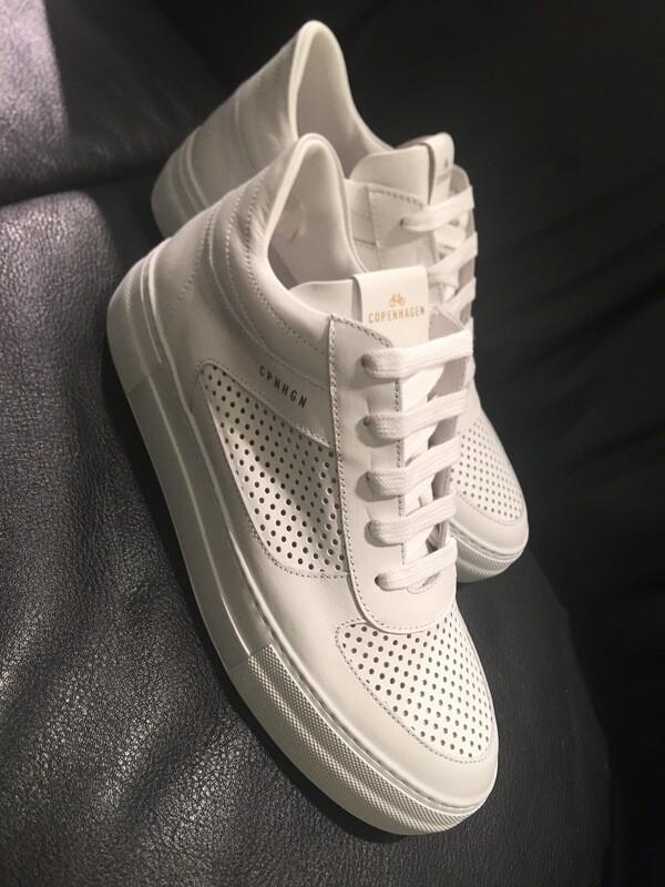 Copenhagen sneaker wit leder met gaatjes