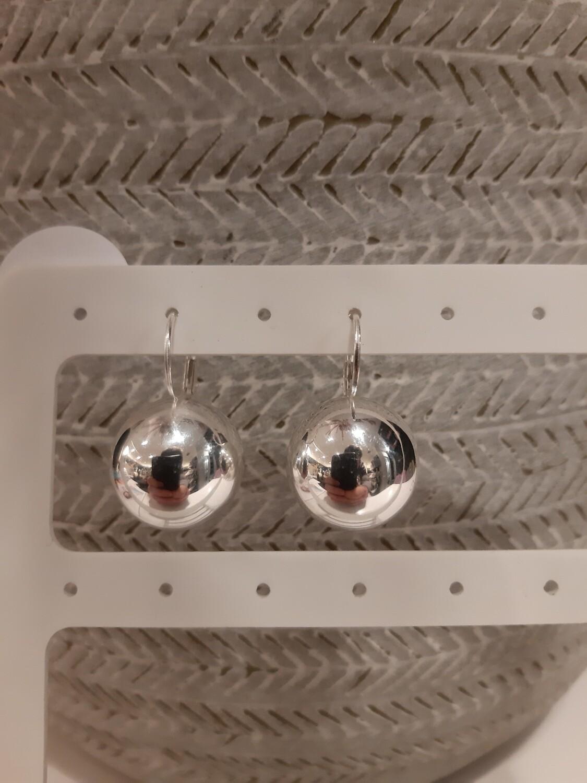 Oorbellen zilveren parel
