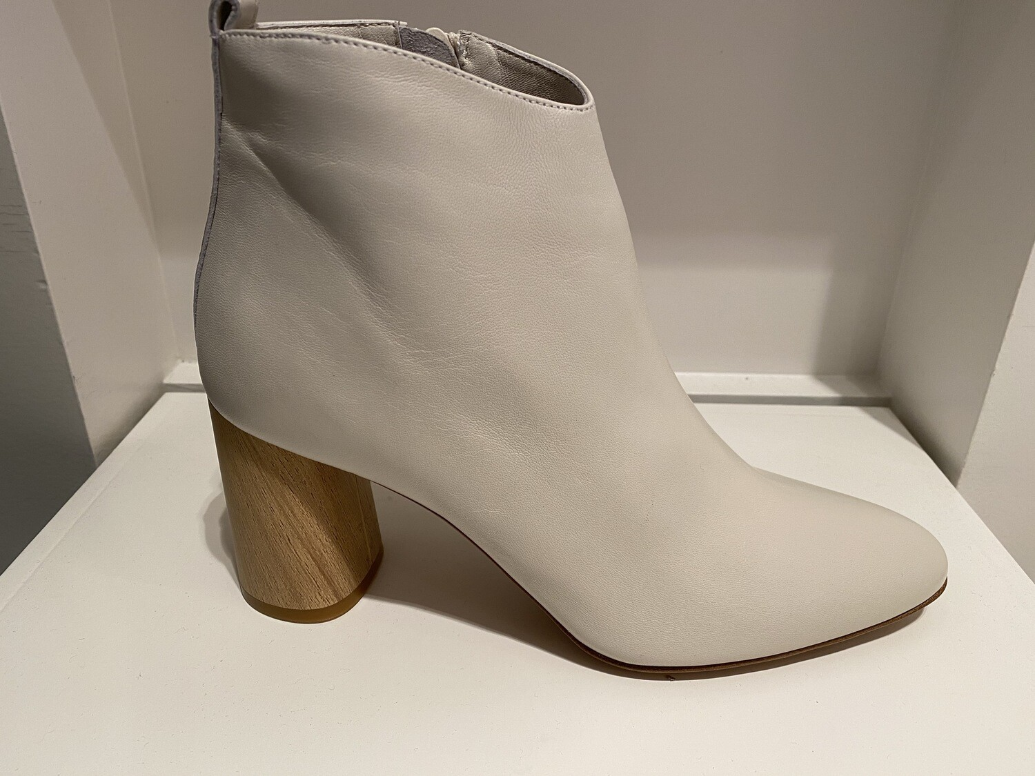 FRU boot in off white