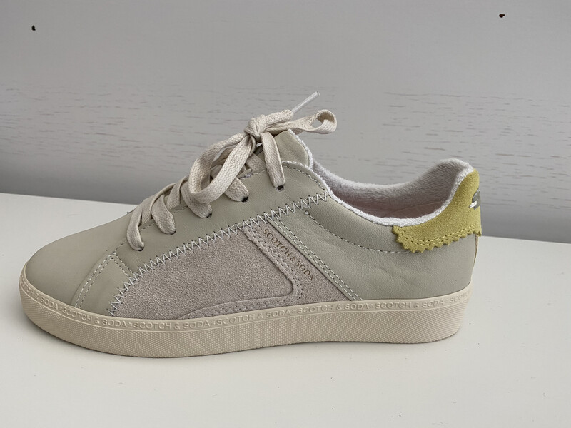 Scotch and Soda / sneaker off white met geel detail