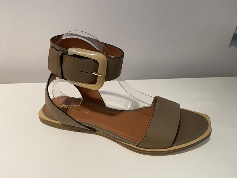 Bruno Premi / sandaal met gesp in kaki leder