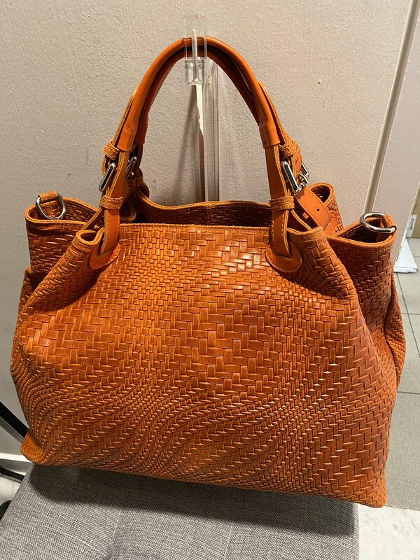 Mondiaux madame / oranje handtas in gevlochten leder