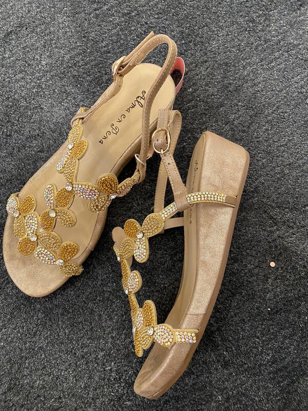 Alma en pena / sandaal op voetbed zool beige