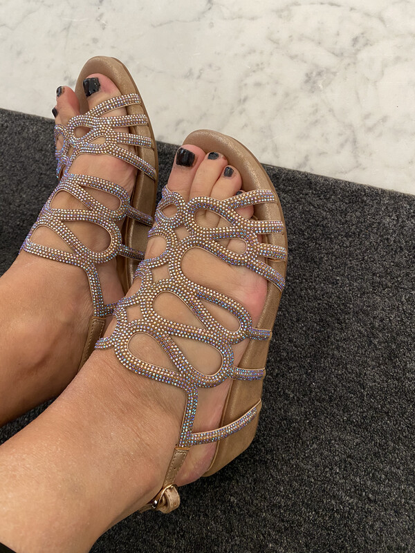 Alma en pena / sandaal met voetbed glitters brons