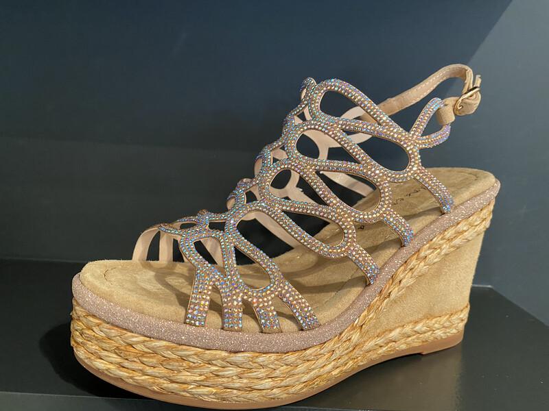 Alma en pena / sandaal sleehak beige glitters