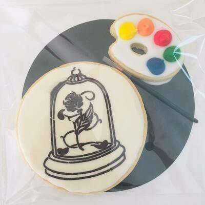 Biscuit à colorier rose sous cloche