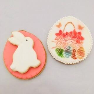 Le panier fleuri et son lapin de Pâques