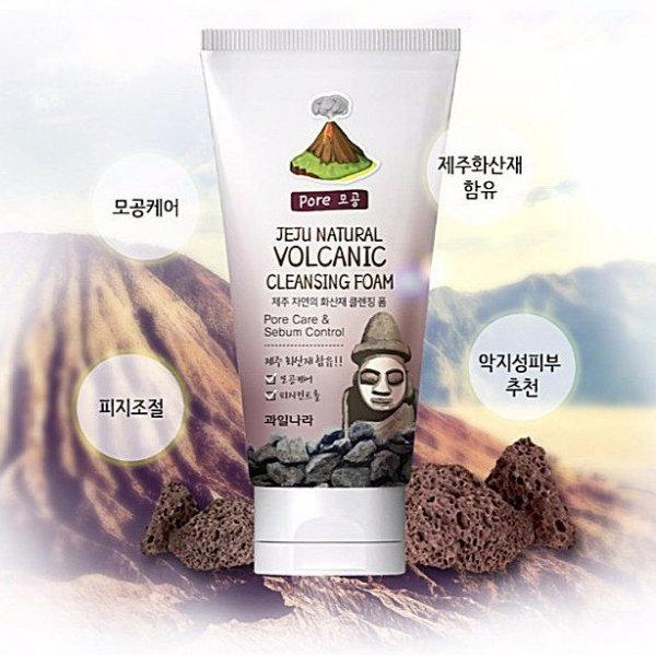 Пенка для умывания с вулканическим пеплом Welcos Jeju Natural Volcanic Cleansing Foam (120 мл)