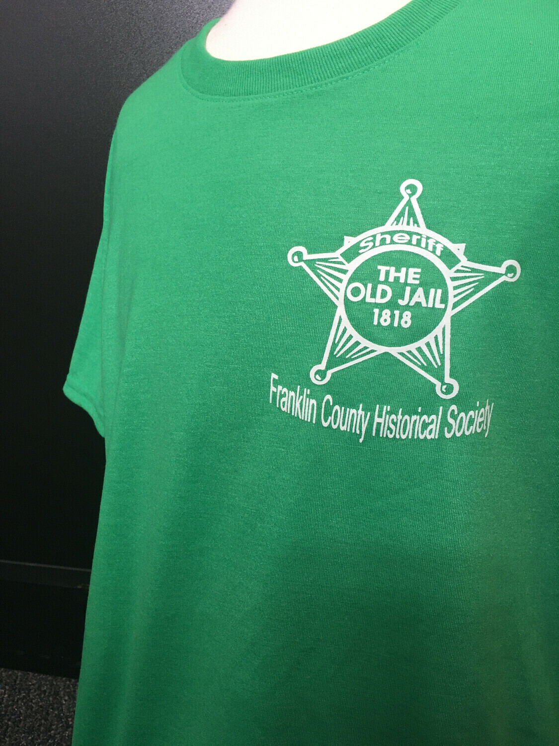 """Tee Shirt """"The Old Jail 1818"""" Green (L)"""