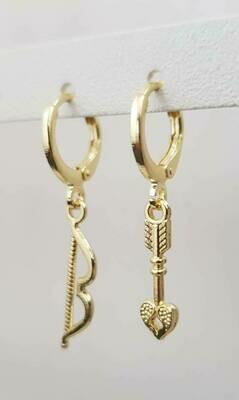 Bow en arrow oorbellen goud