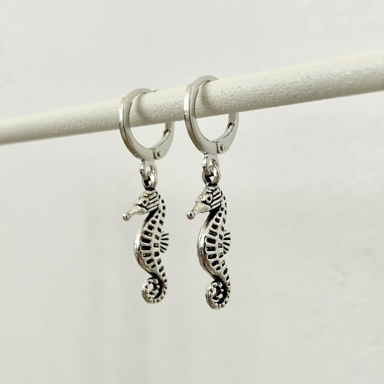 Zeepaardjes oorbellen zilver