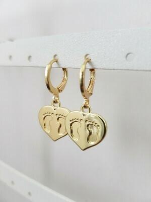 Hartjes met voetjes oorbellen goud