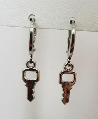 Mini key oorbellen zilver