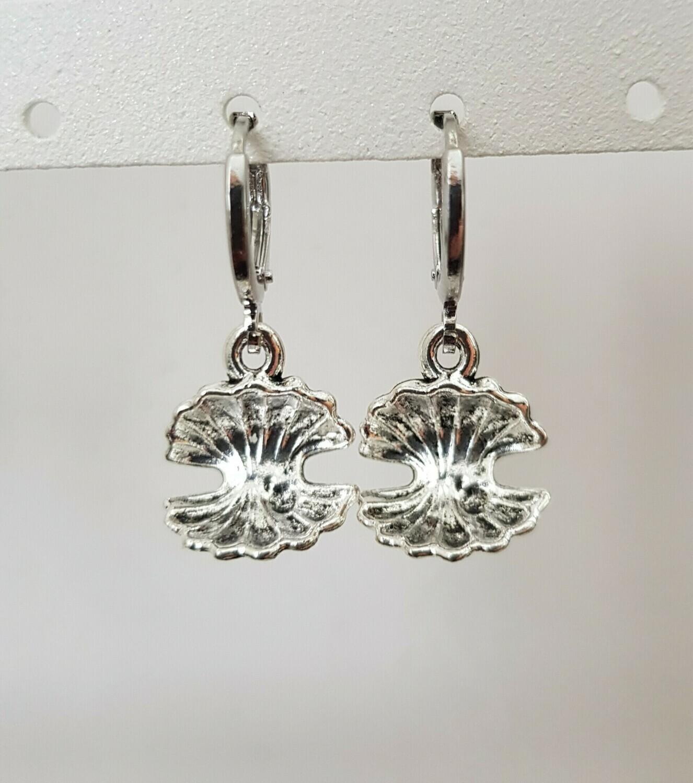 Open shell oorbellen zilver