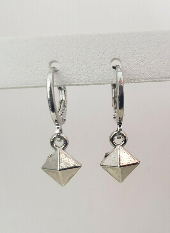 Tiny 3D square oorbellen zilver