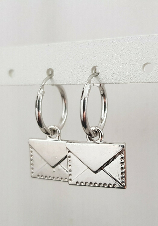 Envelop oorbellen zilver